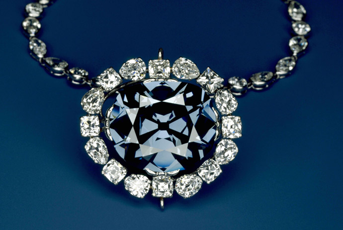 Finance_Wallpapers_Gems_Precious_necklace_035787_