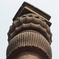 450px-Details_of_the_top_of_iron_pillar_Qutub_Minar_Delhi-337x450