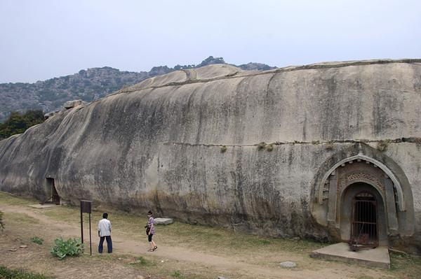 Barabar-Caves-19