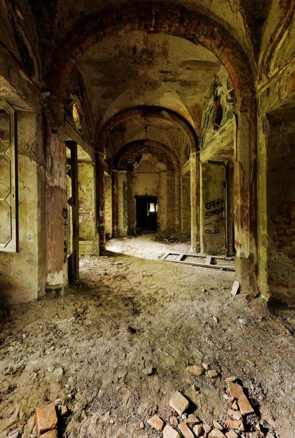 villa-de-vecchi-inside