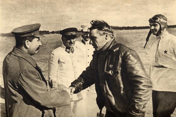 Сталин и Чкалов