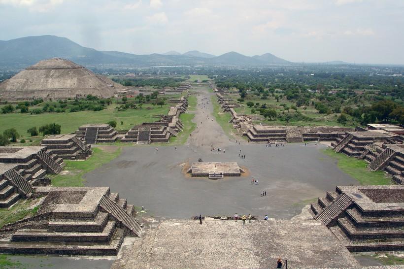view_from_pyramide_de_la_luna