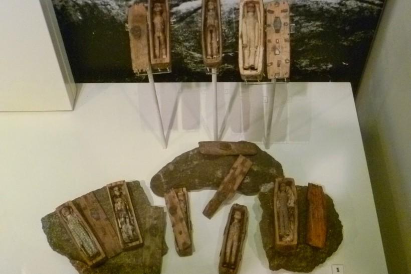 Arthur's_Seat_coffins