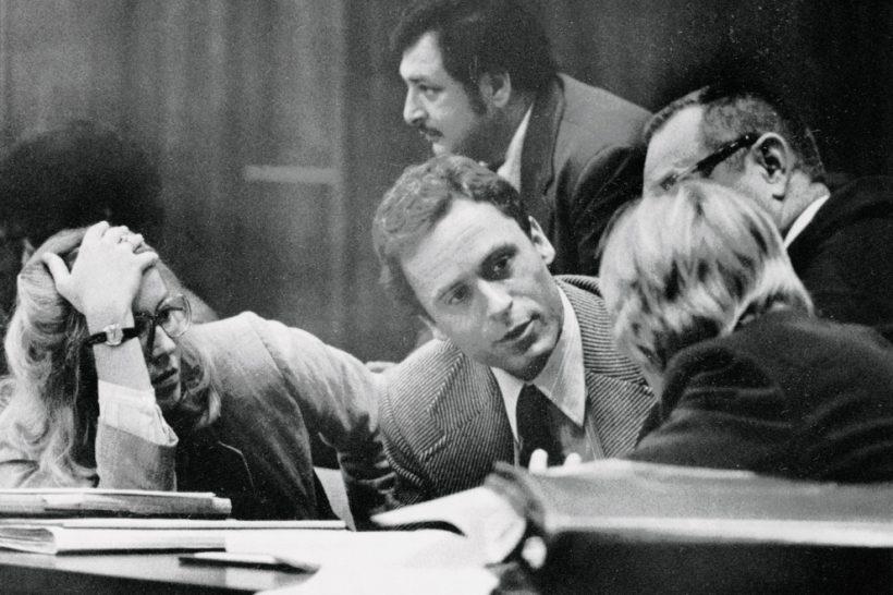 Теодор Банди на суде.